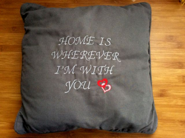 "Kissen bestickt mit ""HOME IS WHEREVER I'M WITH YOU"""
